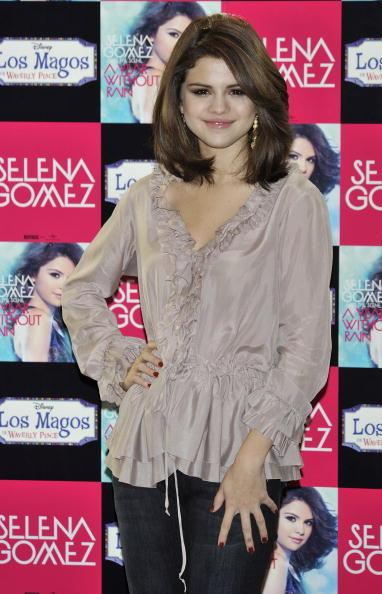 selena gomez hair color. Selena Gomez Lightened Her