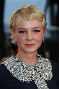 Carrie Mulligan has a new hairstyle.