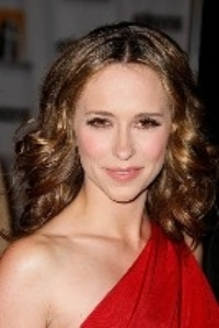 Jennifer Love Hewitt was sporting a post-breakup hairstyle.