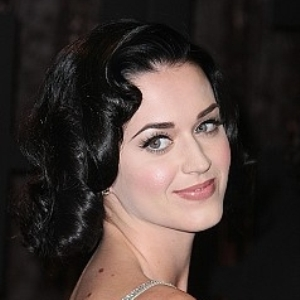Katy Perry wears straight hairstyle on cover of 'Lucky'
