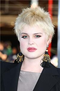 Kelly Osbourne shows off clear, glowing skin and a svelte body.