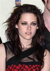 Kristen Stewart rocking heavy eye makeup at an event