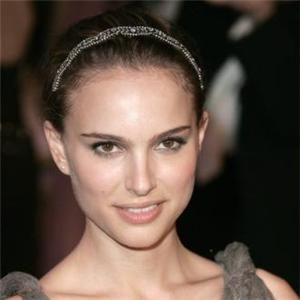 Natalie Portman is known for pulling off basic hairstyles and making them look glamorous