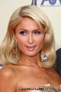 Paris Hilton goes glam at the 2009 MTV movie awards