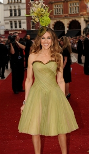 Sarah Jessica Parker wore an Alexander McQueen gown to the SATC movei premiere.