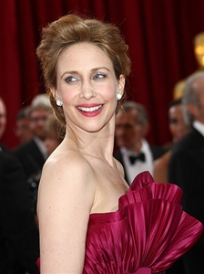 Vera Farmiga matched her makeup to her fuchsia Oscar gown.
