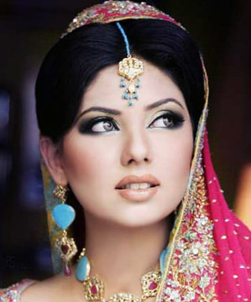 Colors Of The Rainbow 10 Stunning Bollywood Inspired Eye