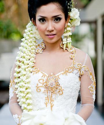 Indonesian Traditional Wedding Makeup : A Wearable Bouquet, 17 Unbelievable Wedding Beauty Looks ...