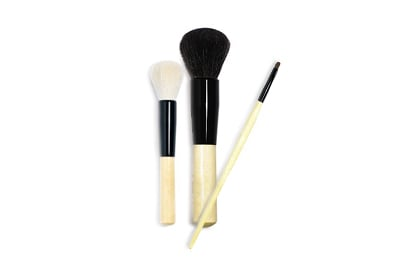 Habit No. 7: Using dirty makeup applicators