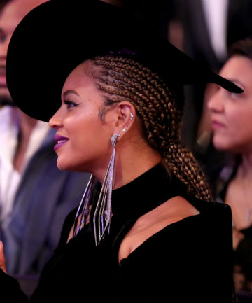 Look of the Day: Beyonce's Glowy Grammys Glam