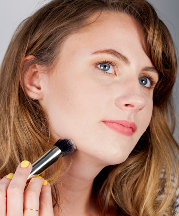 Contouring Step 7: Chisel Your Jawline