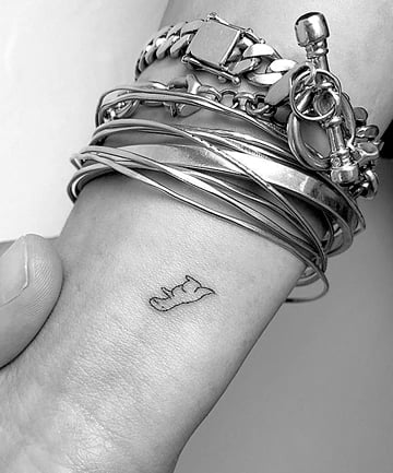 22 Small Tattoo Ideas For Women Tiny Tattoo Designs You Ll Love