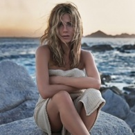 Surprise! Jennifer Aniston's New Fragrance Smells Like the Beach