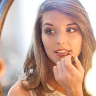 8 Makeup Lighting Tips to Help You Apply Makeup Perfectly