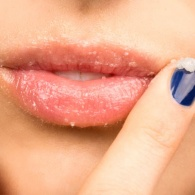 8 DIY Recipes to Get Rid of Cracked Lips