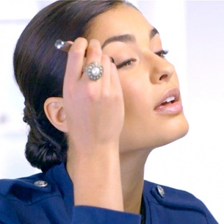 Everything You Need for a Midday Makeup Refresh [video]
