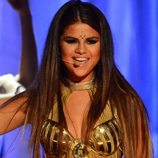 Bindi Controversy Has Hindu Group Condemning Selena-- Again