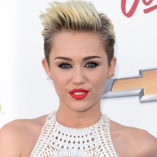 8 Best Hair and Makeup Looks from the Billboard Music Awards
