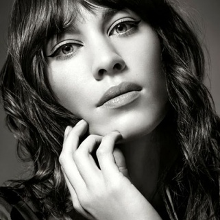 Alexa Chung Shares the Secret to Her Cat Eye