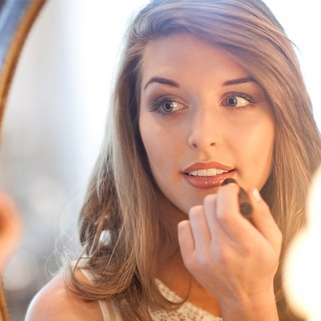 8 Makeup Lighting Tips to Help You Apply Makeup Perfectly