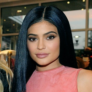 Here's How to Get Kylie Jenner's Dark Blue Hair