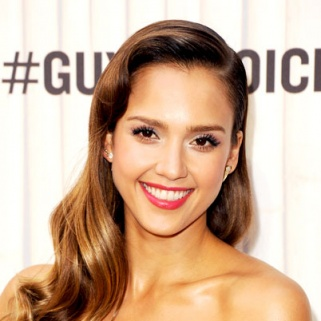 Breaking Beauty News: Jessica Alba Has Bangs!