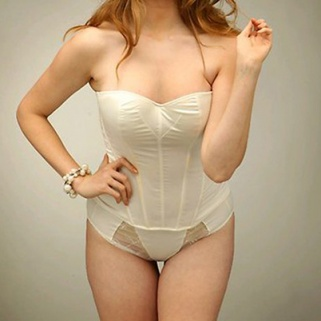 Plus-Size Model Robin Lawley Is Anti-Thigh Gap