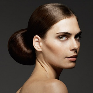 How to Do a Flawless Chignon in 5 Easy Steps