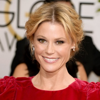 Julie Bowen Can't Figure Out Eyelash Curlers, Either