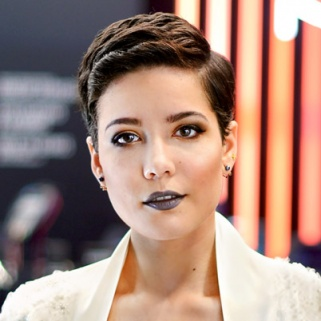 We Are So Stealing This Makeup Trick From Halsey