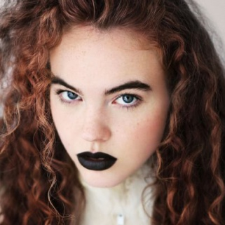 Black Lips: 17 Women Who Will Inspire You to Try the Trend Immediately