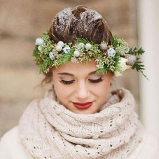 8 Real Winter Wedding Beauty Looks That'll Make You Swoon