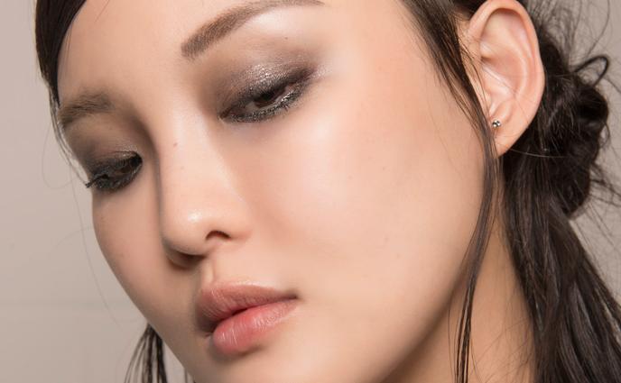 7 Super-Wearable Ways to Wear Glitter IRL