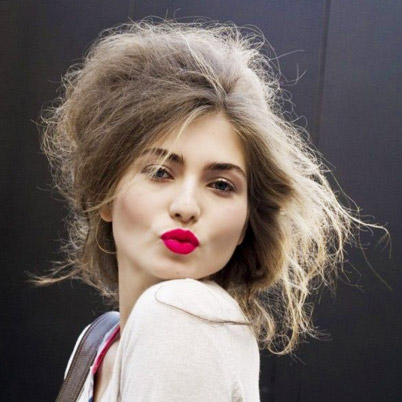 8 Best Hairstyles for Frizzy Hair