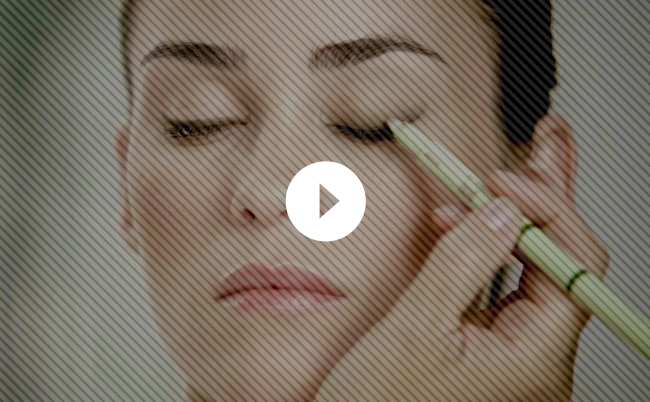 Video: Create a Perfect Smoky Eye with Just Two Products [Sponsored]