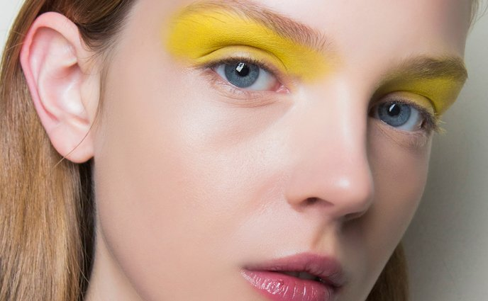 Yes, You Can Wear the New Yellow Eyeshadow Trend, Here's How
