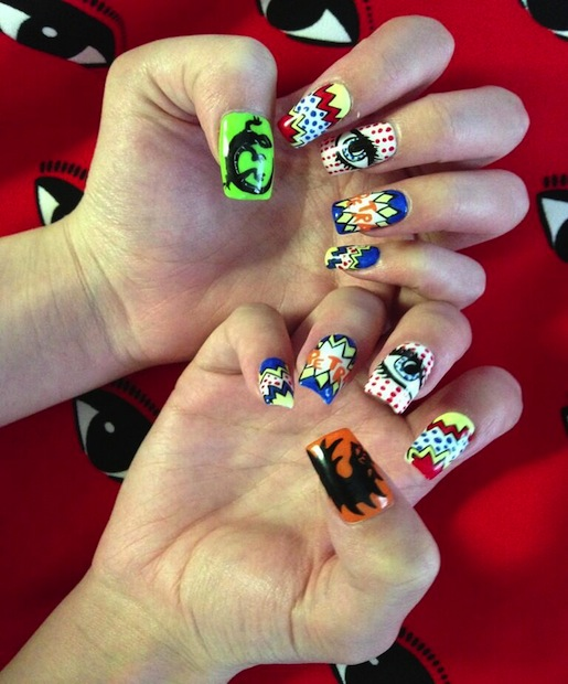 hailee steinfeld's nails at comic con