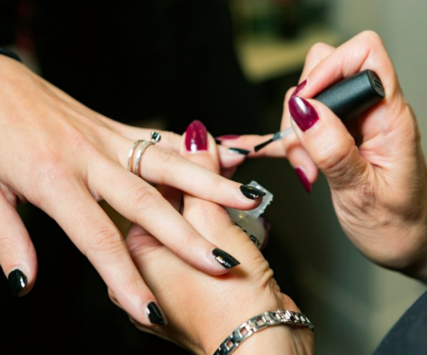 How to Thin Nail Polish That\'s Old, Thick or Goopy