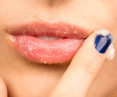 Try these simple recipes to heal your cracked lips at home
