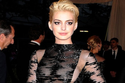 Anne Hathaway Goes Blonde!