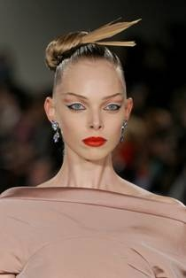 Fashion Week How-To: Punk Geisha Hair at the Zac Posen Show