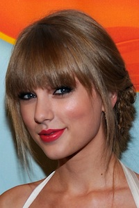 I May Try to Morph into Taylor Swift Using These Tips from Her Makeup Artist