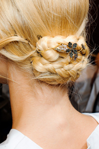How to Wear Your Hair Two Ways at Once [SLIDESHOW]