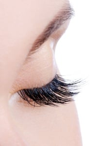 Eyelash Extensions: Why I Hate Them (And My Friend Doesn't)