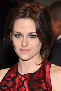 I'm Going to Copy Kristen Stewart's Modern Smoky Eye -- Here's How